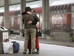 На вокзалах начали досматривать пассажиров