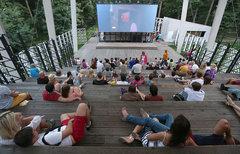 Уличные мини-кинотеатры откроются в московских парках
